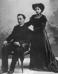 Antonio Machado con su mujer el día de su boda.
